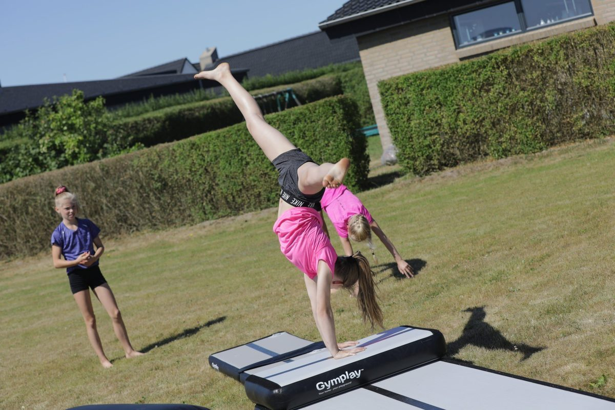 gymplay_h10_airtrack_cartwheeel